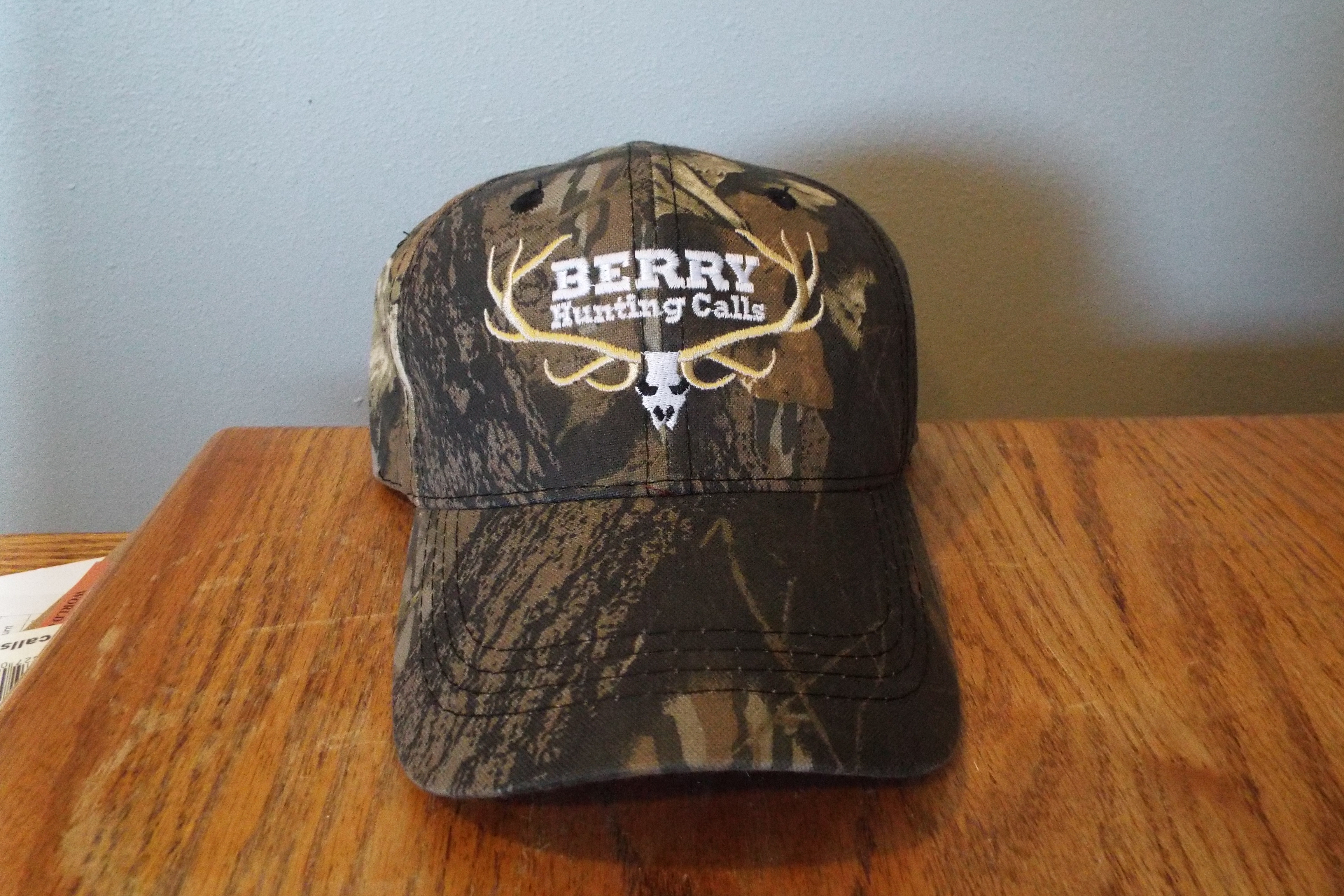 Embroidered Original Mossy Oak Break Up Mid Profile Classic Camo Hat is  made from 60% brushed cotton and 40% polyester. 640e5569c72e